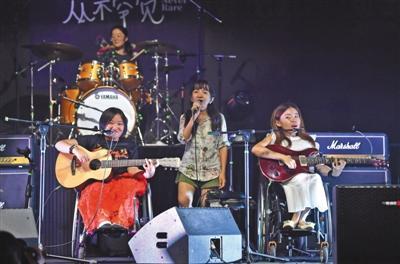 7名罕见病患者组乐队玩摇滚出专辑