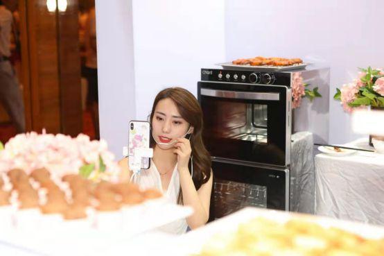 """烤消一体机:把消毒柜和烤箱进行了""""合成"""""""