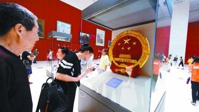 百件国博经典馆藏重温新中国诞生