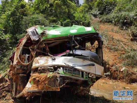 热点新闻:外交部:老挝车祸致13名中国公民不幸罹难