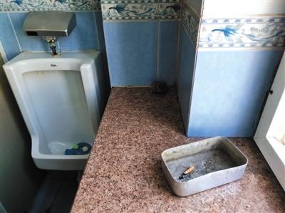 北京两家三甲医院:厕所现烟头 清洁巡查表疑作假