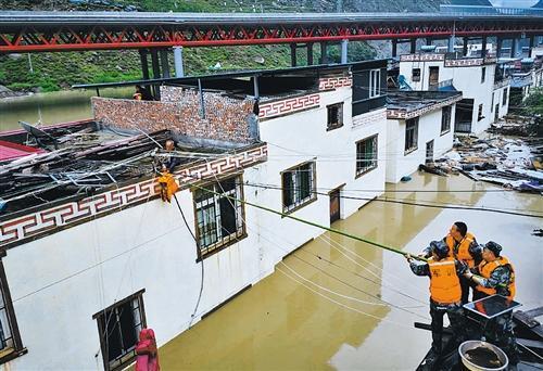 四川阿坝强降雨致1.27万人受灾