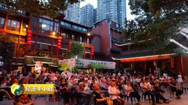 盘点各大城市夜生活:长沙人在吃宵夜! 上海人在健身...