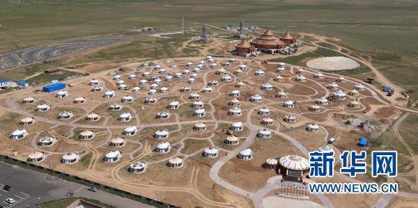 格根塔拉草原的旅游扶贫蒙古包