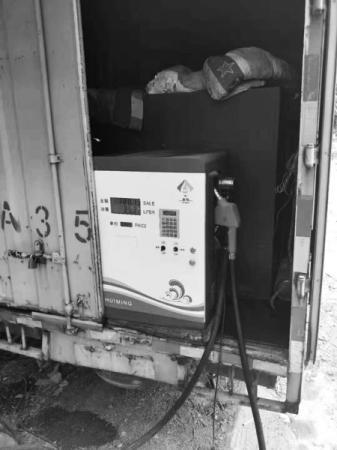 厢货车装油箱变身加油站 还敢在朋友圈里宣传