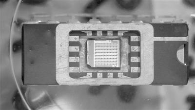 中英联手攻关悬浮石墨烯传感芯片