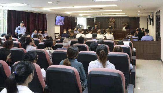 赌博不贪心每天赢三百_广州十三行员工被关押逃出后坠楼案开庭 6
