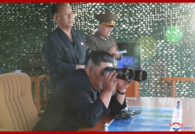 朝中社:朝鲜昨日试射超大型火箭炮 金正恩到场指导