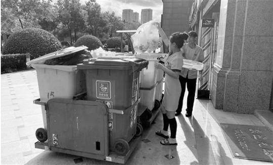 杭州年底前取消道路大垃圾桶 居民可随身带垃圾袋