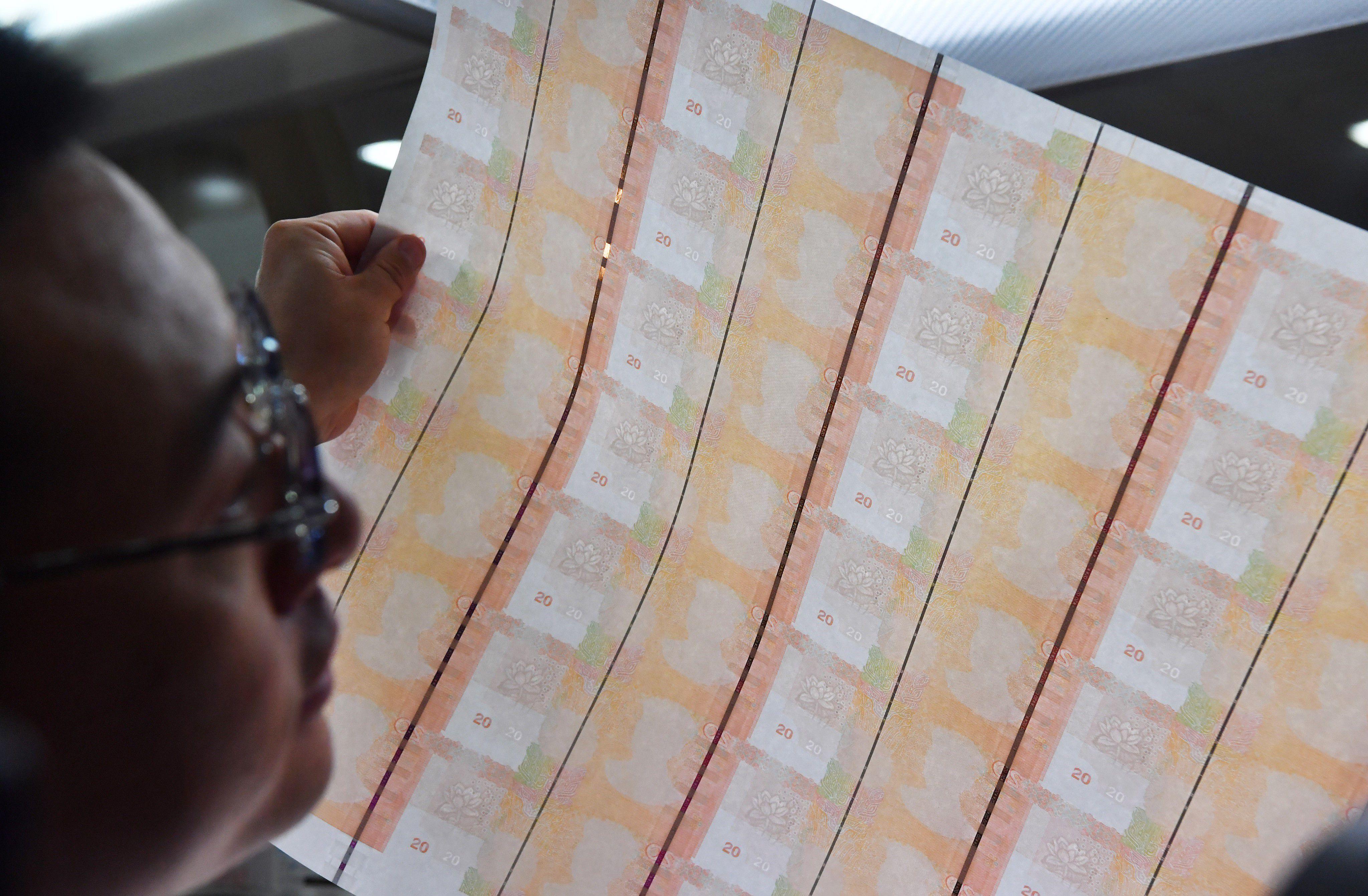 财经郎眼:探访印钞厂:一张白纸是如何变身钞票的