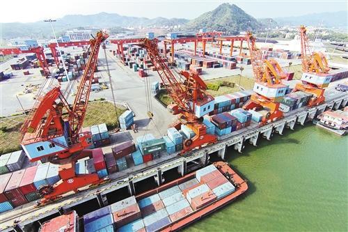 梧州港赤水圩作业区码头。 何 鎏摄