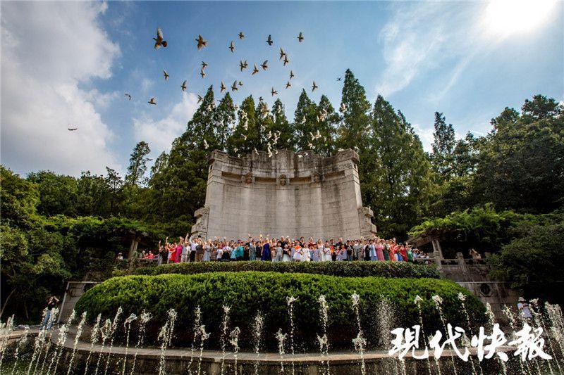 一场跨越十国的快闪:I Sing China !地久天长!