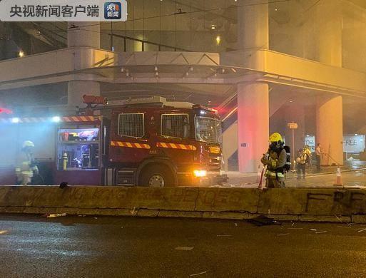 暴力示威者于湾仔纵火及刑事毁坏 香港警方逮捕多人