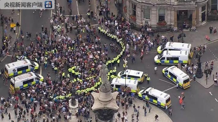 英国伦敦、伯明翰等30多座城市同时爆发大规模抗议示威活动