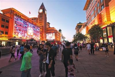 北京王府井打造夜间消费新去处 新添20多家外摆摊位