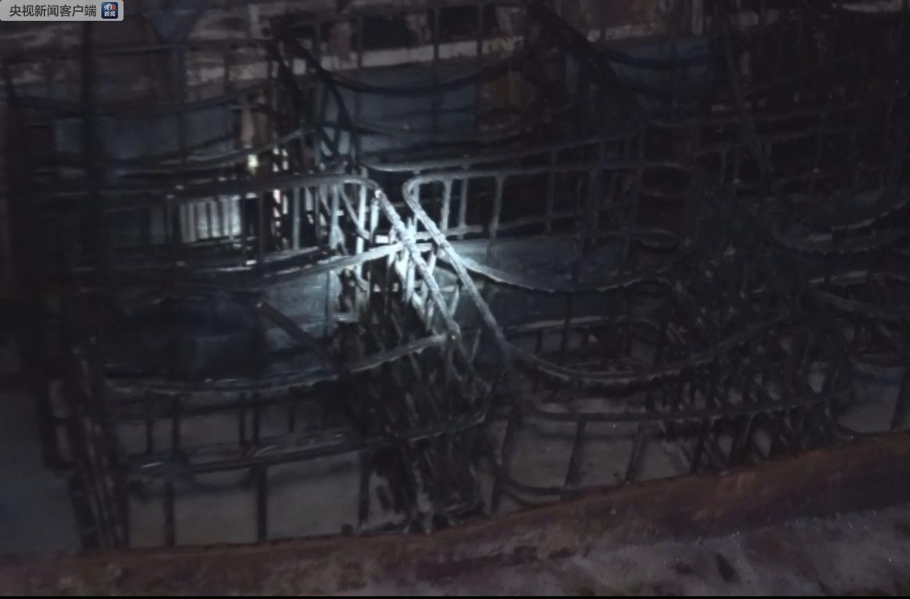廣西一載有10噸柴油私人船突發大火 引燃靠岸漁船