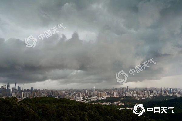 <b>热带低压携风雨影响华南 北方一天两季温差大</b>