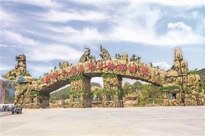 """百亩废弃矿坑 蝶变成""""景观公园"""""""