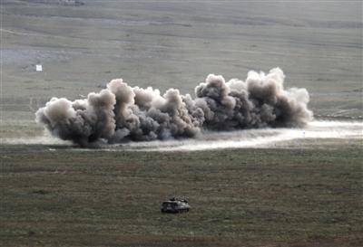 砺剑天山 新疆军区某师组织合成营实兵对抗演习考核赤足蚁