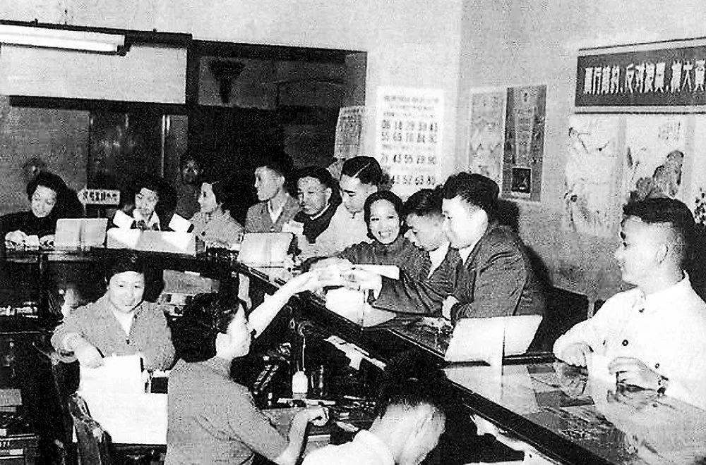 礼赞70年 :从上海经济保卫战到三大攻坚战