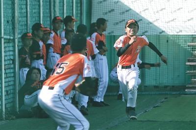 """""""强棒""""望闻问切健德堂少年的棒球梦"""