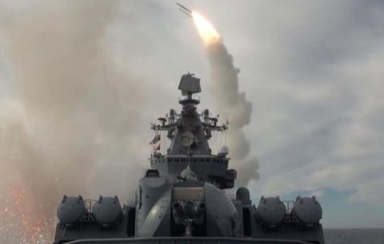 """俄军""""瓦良格""""号巡洋舰鄂霍茨克海实弹打靶王麻子剪刀官网"""