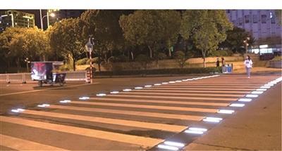 """""""会发光的斑马线"""" 亮相南京 技术正处逐步推广阶段"""