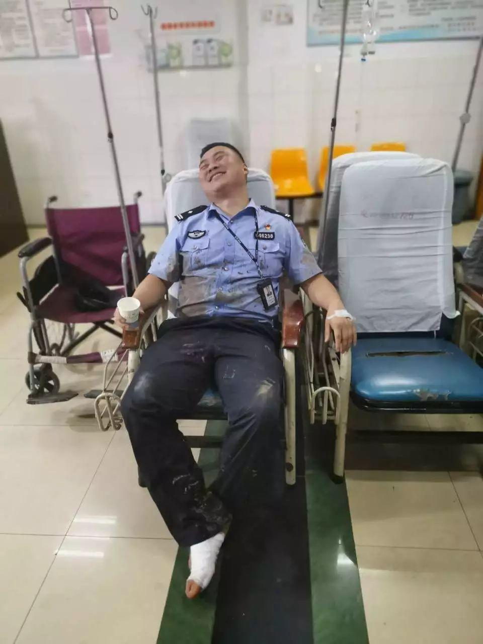 生死救援后,他累瘫在急诊室,却开心得像个孩子!