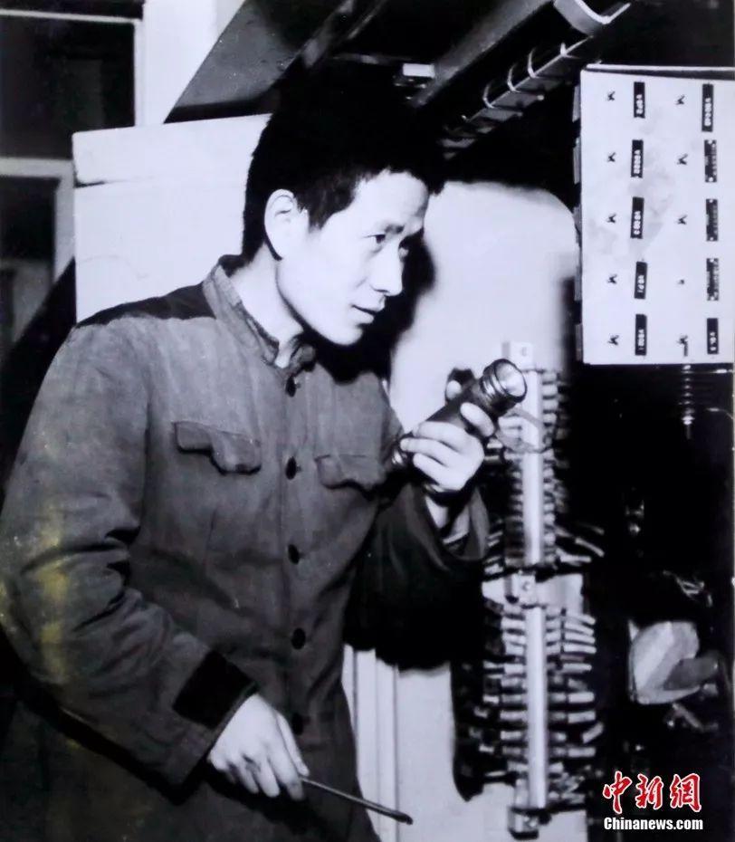 """【生于1949】他39年""""拆""""了3千多台火车头"""