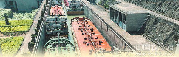 长江三峡水利枢纽工程是治理和开发长江的关键性骨干工程