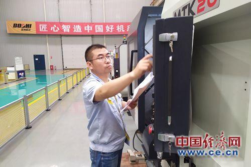 李晓佳:做技术、知识、创新为一体的新型技能工人