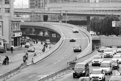 郑州陇海高架往京广路南向下桥匝道开通