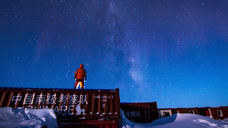 """聚焦中国极地科考35年:亲历""""冰山翻身""""致命危机"""