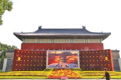 五处国庆主题花坛亮相天坛 首次采用夜景照明