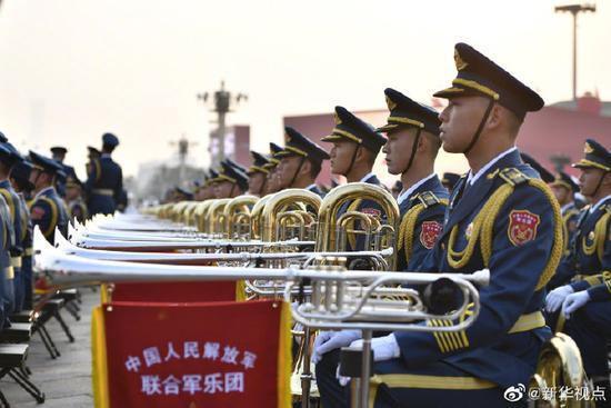 最大规模军乐团亮相国庆阅兵:有200多名女演奏员