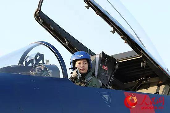 领队机女飞,为你揭秘极限飞行背后的故事!
