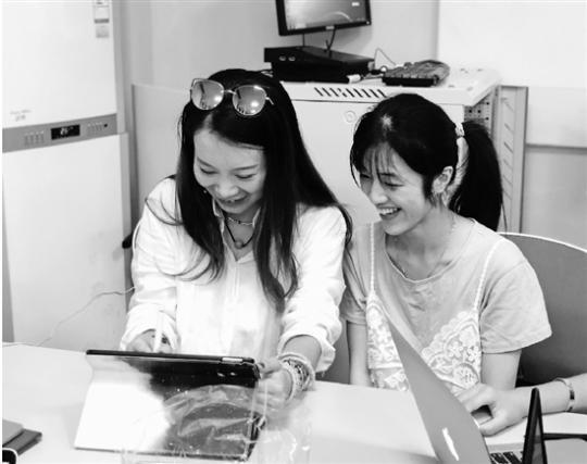 """杭电大学生用平板电脑绘出""""杭州印象"""""""