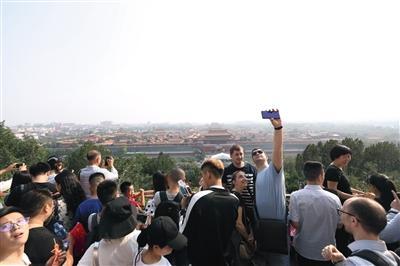国庆三天迎客120余万 北京市属公园假期新增47处售票窗口