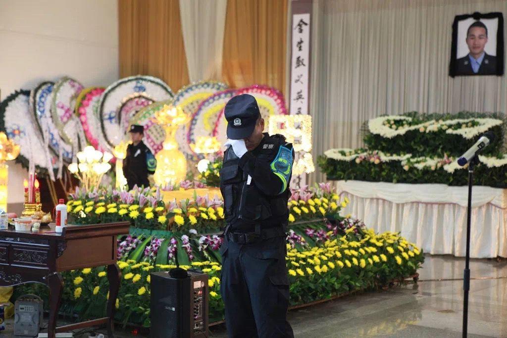 贵州一辅警抓捕嫌疑人牺牲 被追授