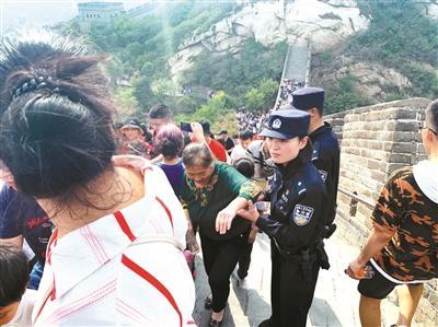 """4天出动警力3640余人次 """"旅游警察""""值守京城各大景区"""