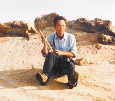 他的足迹先后踏遍云南、福建、甘肃春泄绣榻等10多个省区;他曾先后15次到新疆帮助工作、实地考察