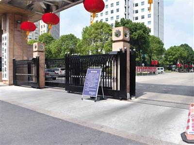 <b>国庆假期多地机关单位游客可免费停车 部分地方积极提供服务</b>