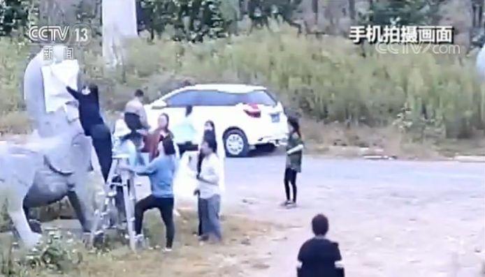 南朝石刻遭非法拓印:文物部门报警 涉案