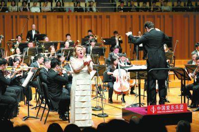 传奇女高音北京首唱 加演《我爱你,中国》引发大合唱
