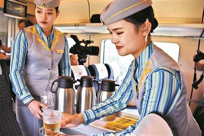 梅汕高铁今日开通记者提前探营 全程75分钟全线电子票