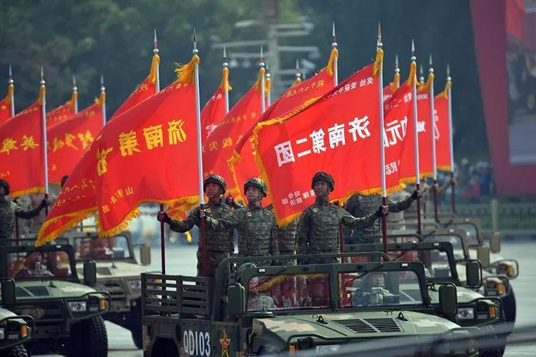 全连56人,53人牺牲!这些受阅战旗是由鲜血染红