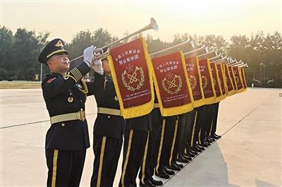 武警廣東省總隊軍樂代表隊的這群兵哥哥 因高鐵演奏走紅