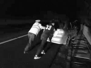 高速上抛锚挺闹心 交警:及时对车辆检查保养