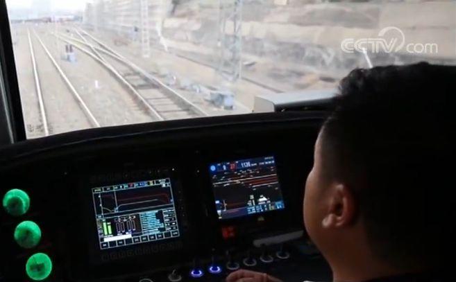 重载货运铁路技术新突破 首列智能驾驶重载列车正式开行