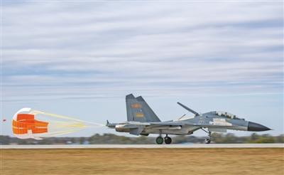 空军成立70周年航空开放活动开幕 歼-20挂弹亮相